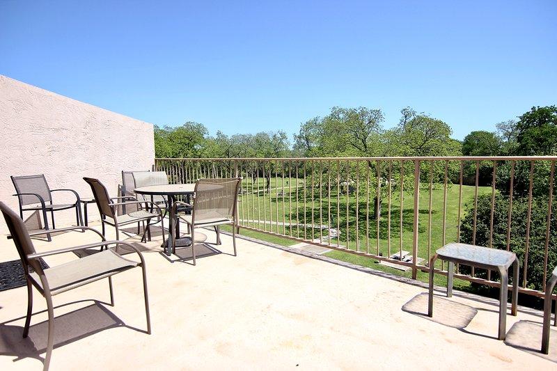 Waterwheel Oasis- 2BDR/2BTH- SLEEPS 6- Perfect Location!, holiday rental in New Braunfels