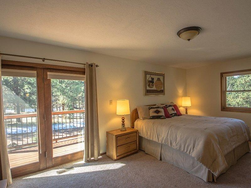 Flooring,Room,Indoors,Bedroom,Furniture