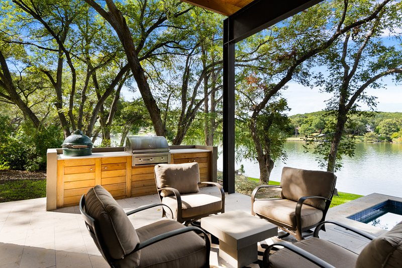 THE ABOVE PANORAMA ESTATE ON LAKE AUSTIN, alquiler de vacaciones en West Lake Hills
