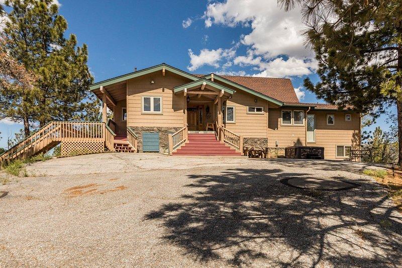 Views that Inspire - 5 Bd, True Log Cabin Home, vacation rental in Moonridge