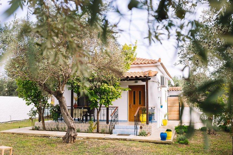 Eleni's Cottage, a Secluded Retreat !, location de vacances à Skiathos Town