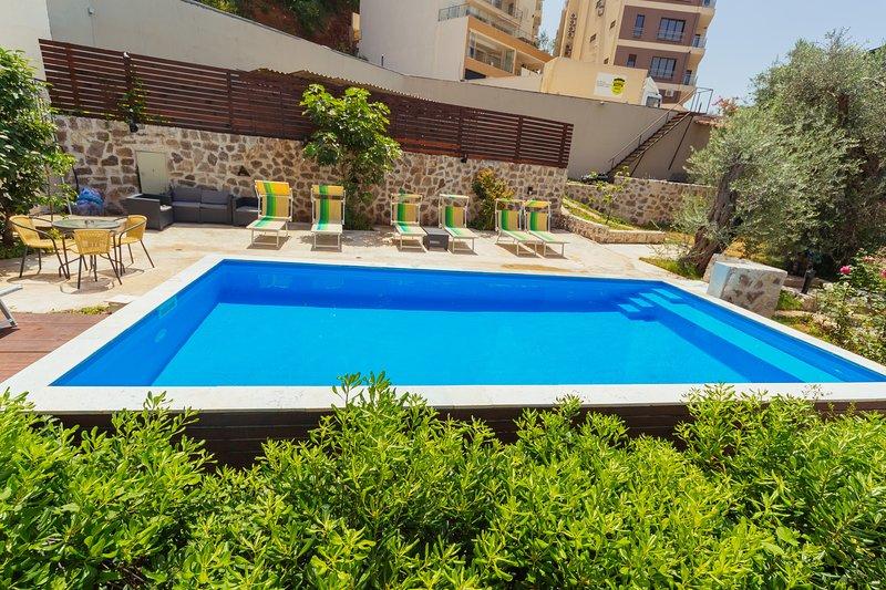 My Przno - One Bedroom Apartment with Side Sea View 2, alquiler de vacaciones en Municipio de Budva