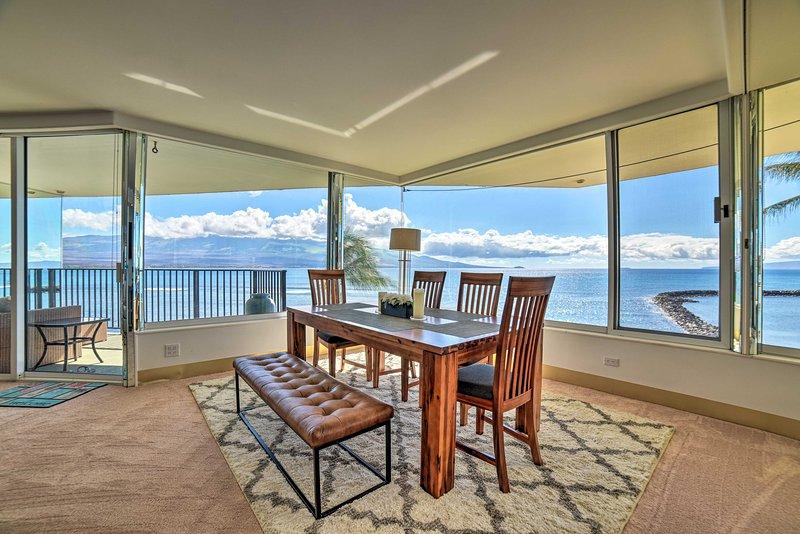 NEW! Luxe Ocean Escape w/ 40 Ft of Windows & Views, holiday rental in Maalaea