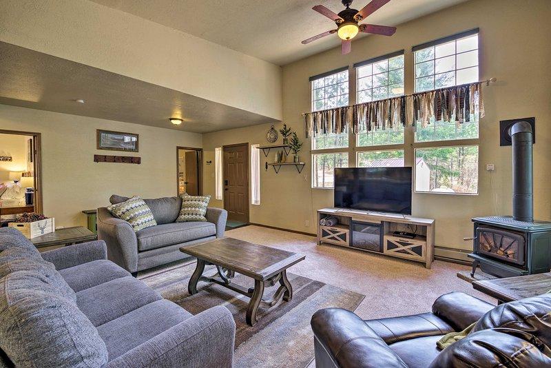 Private Cabin, 5-Min Drive to Hot Springs & Golf!, aluguéis de temporada em Crouch