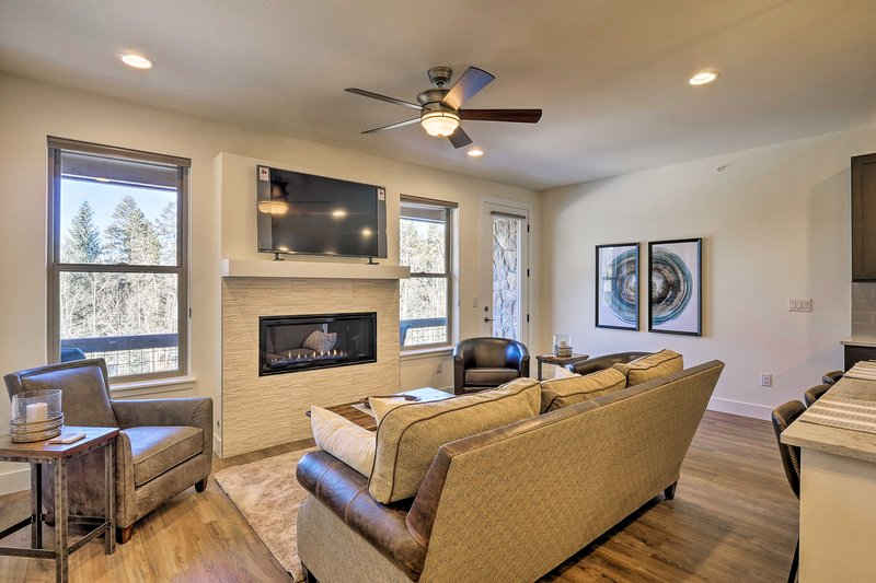 NEW! Mtn Haven w/Hot Tub on Winter Park Shuttle Rt Chalet in Winter Park
