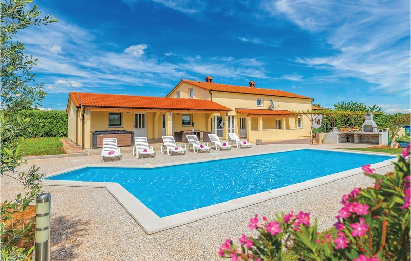 Awesome home in Marcana with Jacuzzi, Sauna and 6 Bedrooms (CIC636), casa vacanza a Muntic
