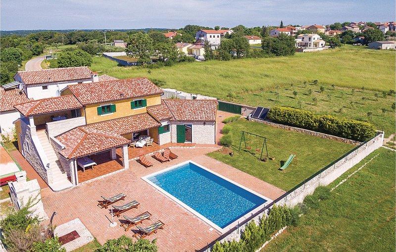 Beautiful home in Valtura w/ WiFi and 4 Bedrooms (CIL079), location de vacances à Valtura