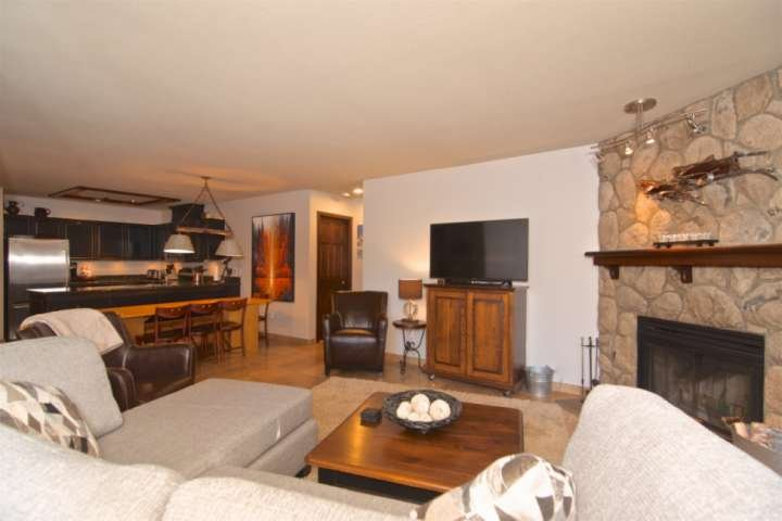 Professionally managed/cleaned by iTrip Vacations: UPPER VILLAGE, Plus lovely pa, holiday rental in Whistler