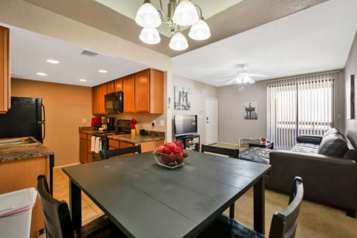 Close to Old Town Scottsdale, Dining & More! Dog Friendly, Mins to ASU Campus, 1, holiday rental in Tempe