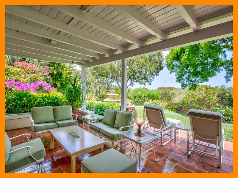 Highlands Villa - Beautiful gardens, private pool, holiday rental in Sunset Crest