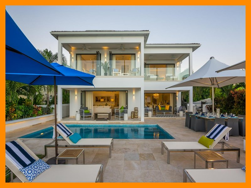 Nirvana - Beautiful beachfront villa, private pool, holiday rental in Fitts