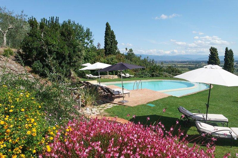 Dogana di Tiglio Villa Sleeps 12 with Pool and Air Con - 5801721, vacation rental in Castelvecchio