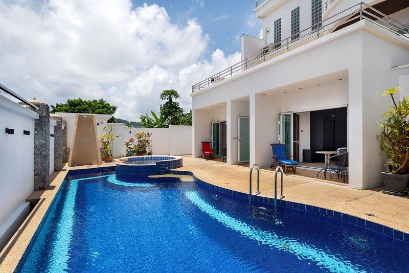 Sky Pool Villa, location de vacances à Nai Harn
