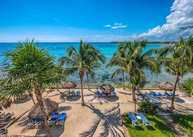 Amazing Caribbean Views and Clean Beach! Close to restaurants., vacation rental in Akumal
