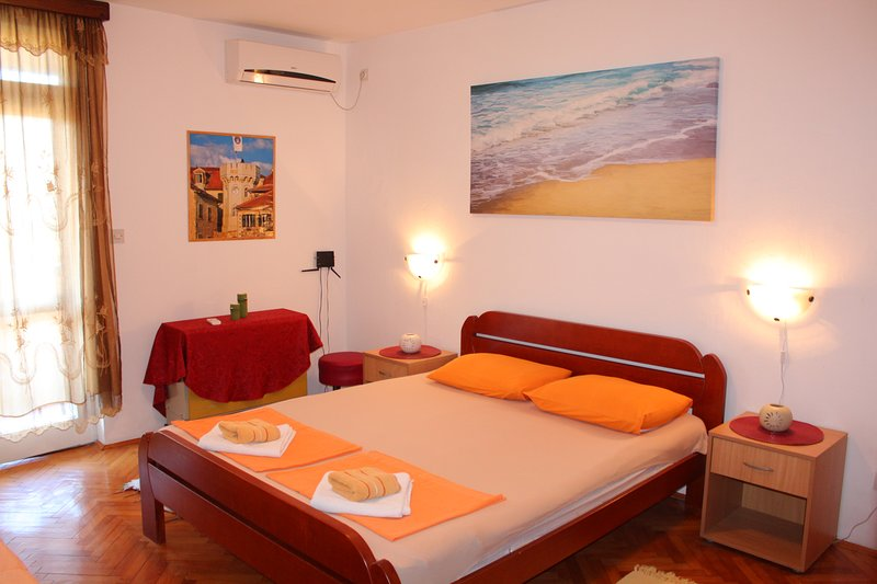 Apartment - 2 rooms up to 7 people, vacation rental in Herceg-Novi Municipality