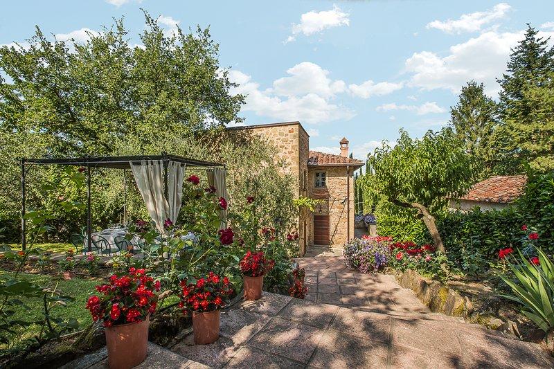 Villa Ripoli, private villa near Arezzo with 5 bedrooms, pool, A/C and Jacuzzi!, holiday rental in Monterchi
