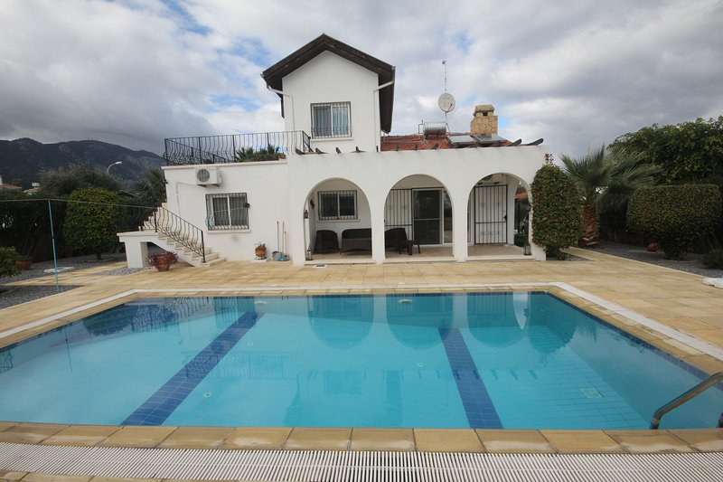 Villa Vincent 3 bed with pool, holiday rental in Kayalar