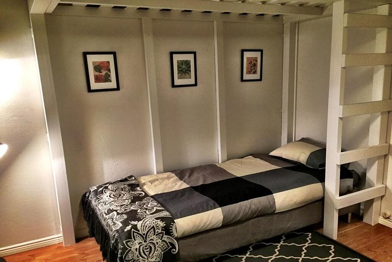 �� Close to it All with Two Separate Beds, holiday rental in Vierumaki