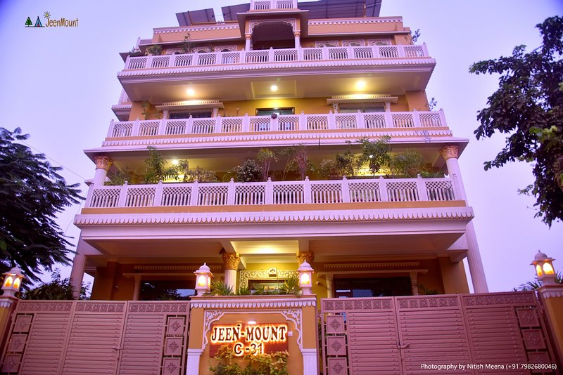 Jeenmount Hotel (3 Star Heritage Looking Rental), holiday rental in Jaipur District