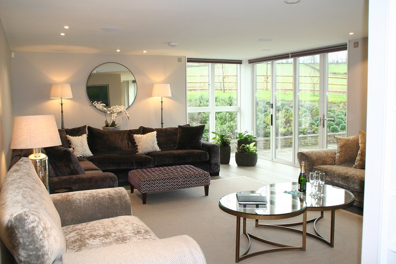 Sleeps 10, 5* Gold, M1, Luxury, High Tech property in beautiful Herefordshire, location de vacances à Ledbury