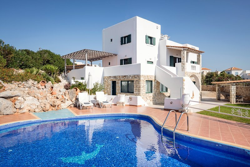 Luxury, relax, family, 7 bedrooms, holiday rental in Tersanas