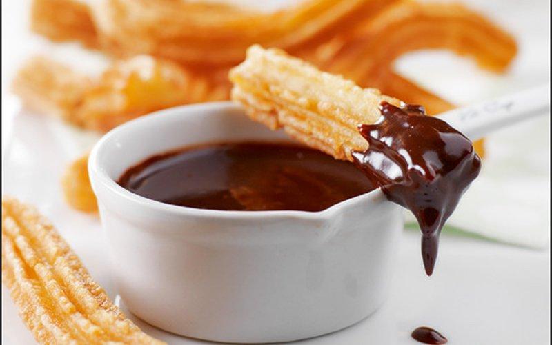 Choklad con churros kan avnjutas i berömda San Ginés (bredvid Plaza Mayor)