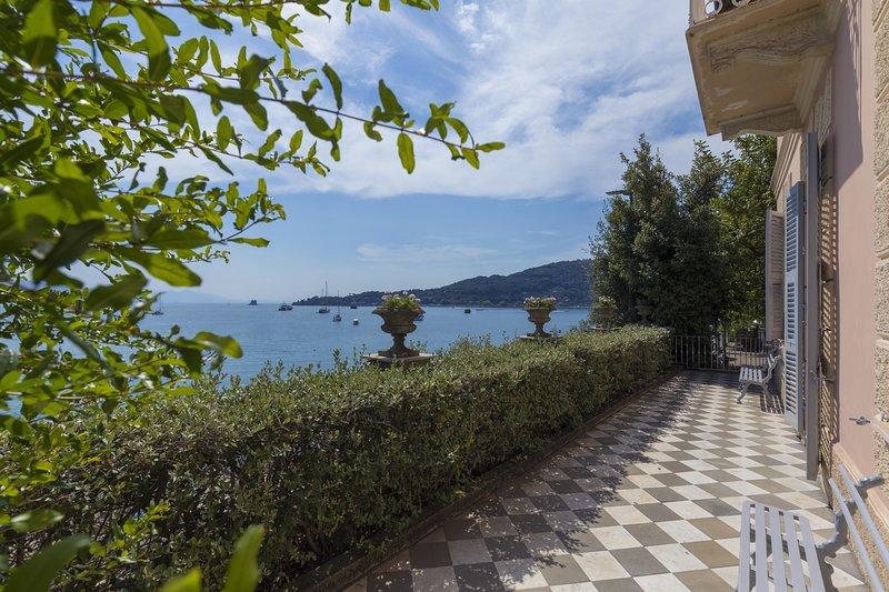 VILLA VENERE 8 Pax, luxury water front Villa, salted pool, A/C WI-FI near 5Terre, alquiler vacacional en Porto Venere