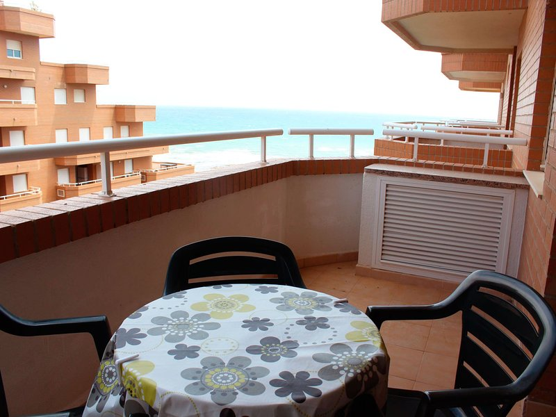 Amazing apartment with shared pool, holiday rental in Cabanes