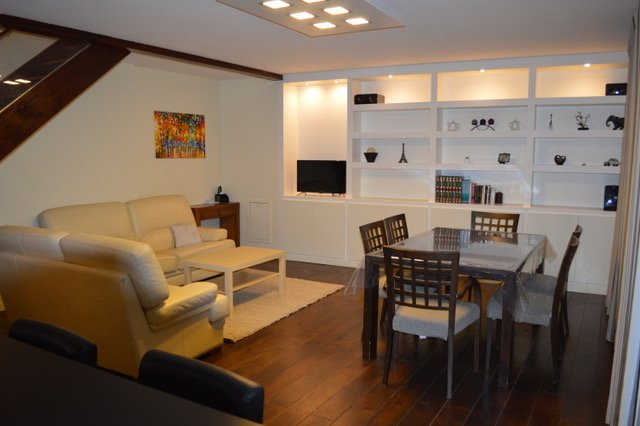 Duplex 80 m2 cosy et modern, holiday rental in Mionnay