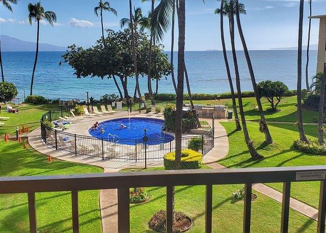 Kanai A Nalu #311 Direct Oceanfront with GREAT Ocean Views 2Bd/2Ba, Sleeps 4, holiday rental in Kahului