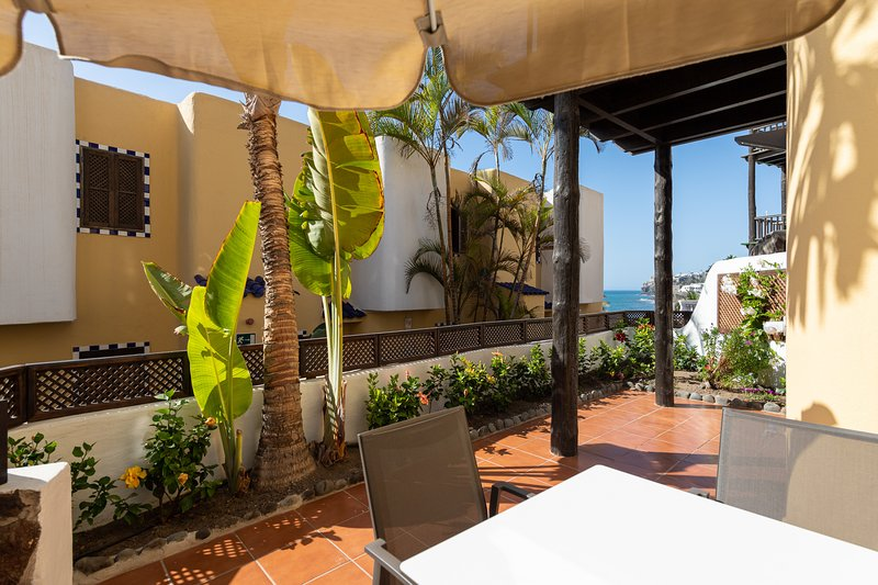 Cute apartment next to the beach and swimming pool, holiday rental in Bahia Feliz