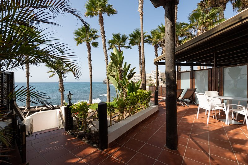 Luxury studio front line, holiday rental in Bahia Feliz