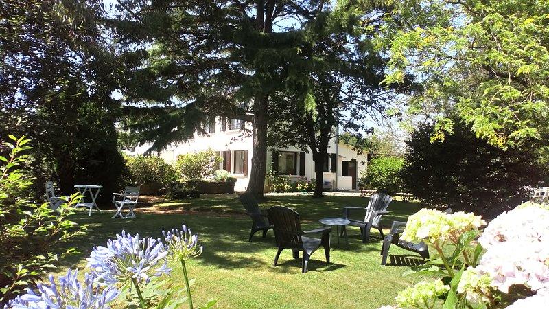 Jolie maison avec grand jardin, WiFi, 2kms des plages, au calme, location de vacances à Saint-Quay-Portrieux