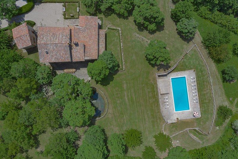 Villa Cretole, 6 bedrooms villa in the region of Arezzo with private pool & A/C!, holiday rental in Monterchi