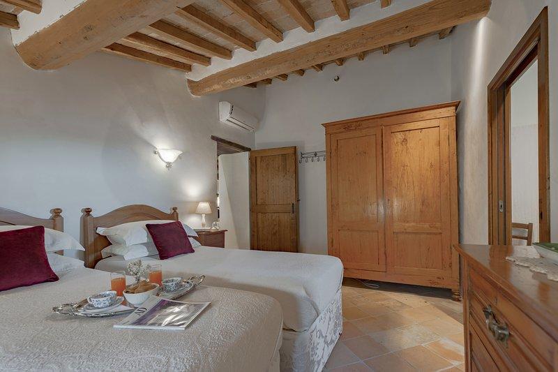 Cretole, villa near Monterchi for 12 pax. Private pool, A/C, Wi-Fi. Pets allowed, holiday rental in Monterchi