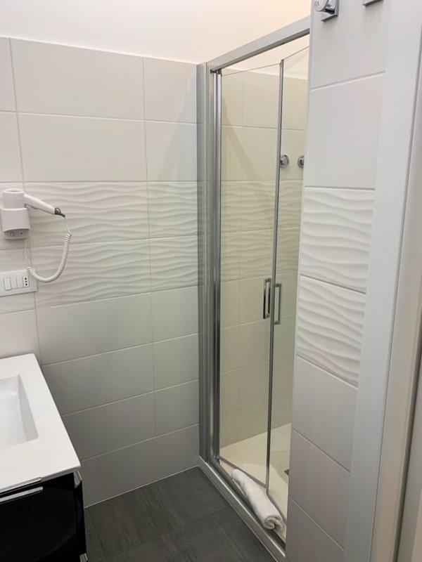 Bathroom with shower, bidet, sink and toilet, inside bedroom 1: courtesy set, hairdryer, towels