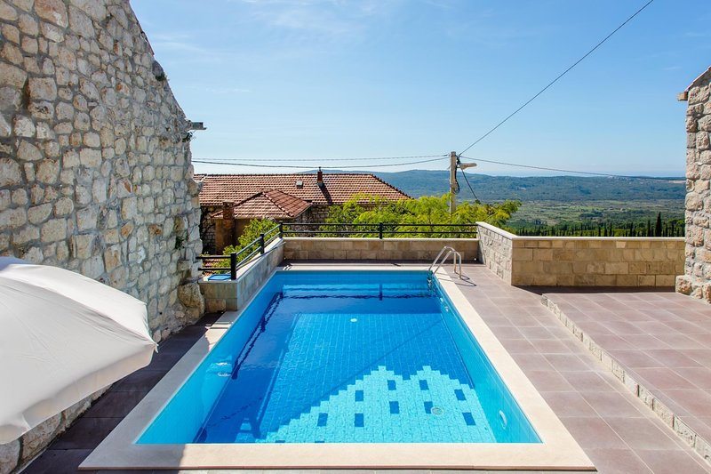 Mihanici Villa Sleeps 4 with Pool and WiFi - 5684378, vacation rental in Ljuta