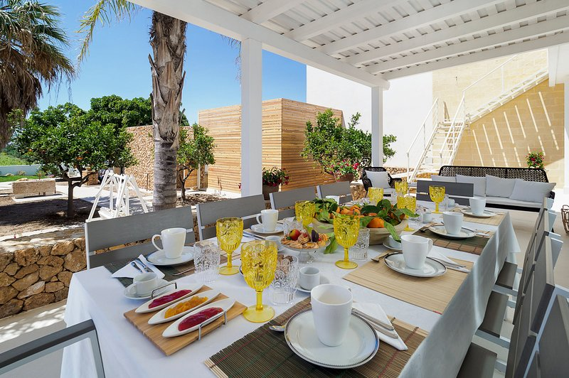 Marausa Villa Sleeps 10 with Pool and Air Con - 5820633, holiday rental in Guarrato
