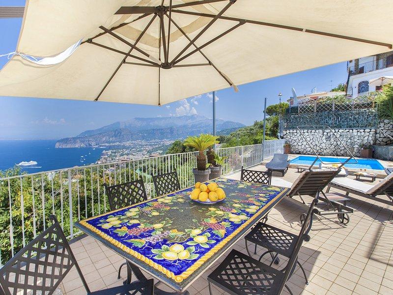Priora Villa Sleeps 14 with Pool Air Con and WiFi - 5820645, alquiler vacacional en Priora