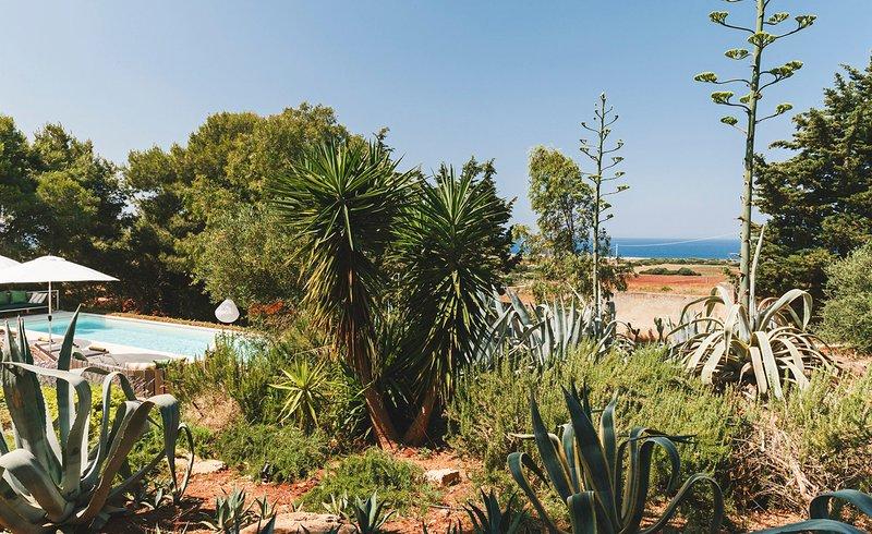 Santa Maria al Bagno Villa Sleeps 6 with Pool and Air Con - 5688506, vacation rental in Villaggio Resta