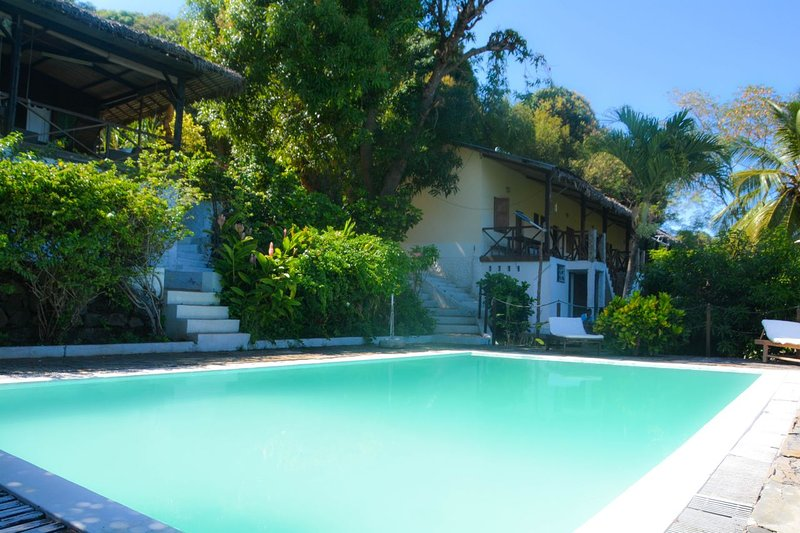 Beautiful villa with swimming-pool, vacation rental in Dzamandzar