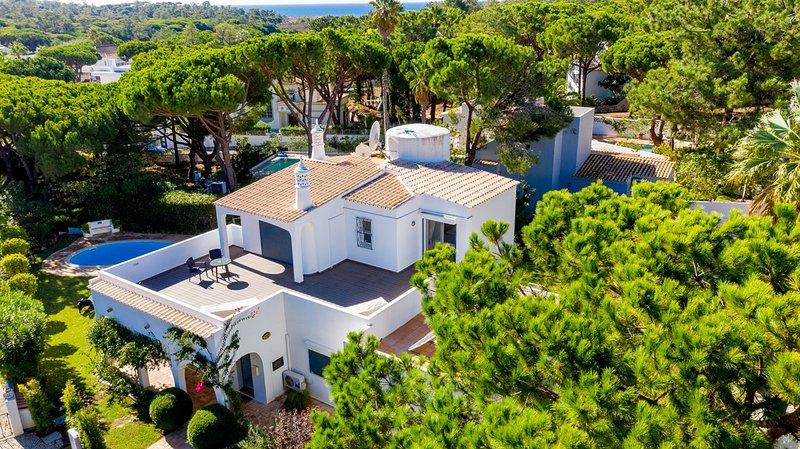 Vale do Garrao Villa Sleeps 8 with Pool and Air Con - 5691264, alquiler de vacaciones en Vale do Garrao