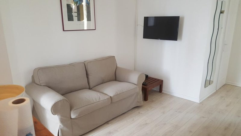 Nice house in Rosny-sous-Bois, casa vacanza a Nogent-sur-Marne