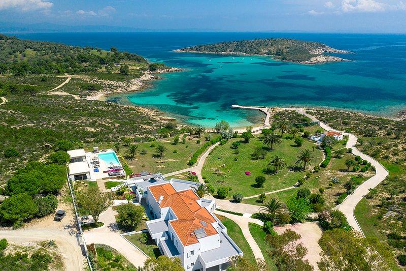 Diaporos Villa Sleeps 20 with Pool and Air Con - 5745516, vacation rental in Ormos Panagias
