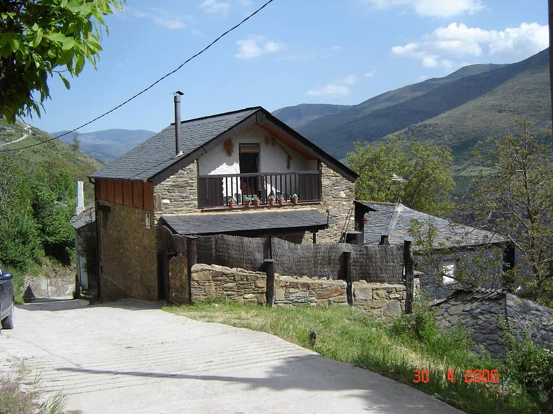 Apartment with mountain view, holiday rental in Penalba de Santiago