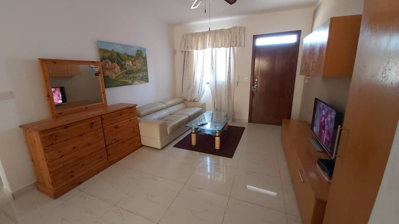 Apartment with mountain view, vacation rental in San Gwann