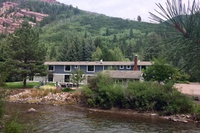 Karla's Quaint Cozy Comfy Crystal River Condo, vacation rental in Redstone