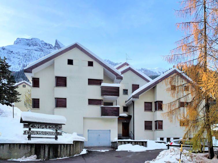 1 bedroom Apartment with Walk to Shops - 5819924 Chalet in Canazei