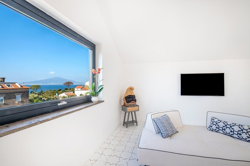 The Ivy Penthouse - Sea view, terrace and pool, casa vacanza a Sant'Agnello