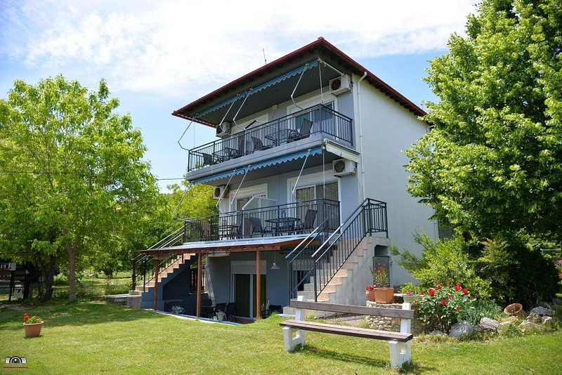ZIOURKAS APARTMENTS, holiday rental in Velika